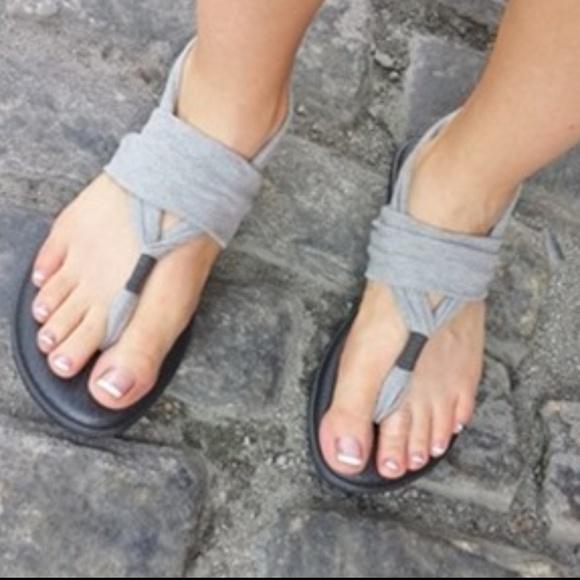 00827c02f96053 SANUK Gray Yoga Sling 2 Sandals 8. M 5a38ab5546aa7c685a0173b0